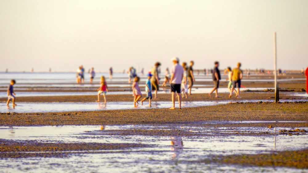 Familien am Strand Cuxhaven Sahlenburg